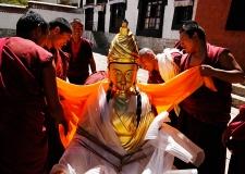 08-Shigatse_monks